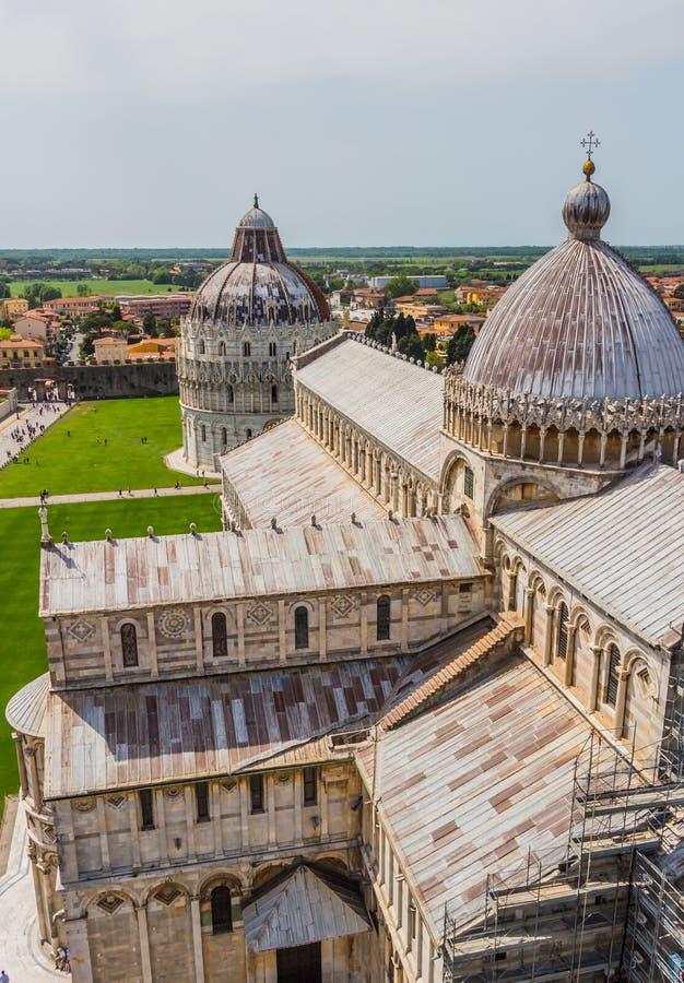 Torre inclinada e catedral de Pisa em um dia de verão em Pisa, Itália foto de stock royalty free