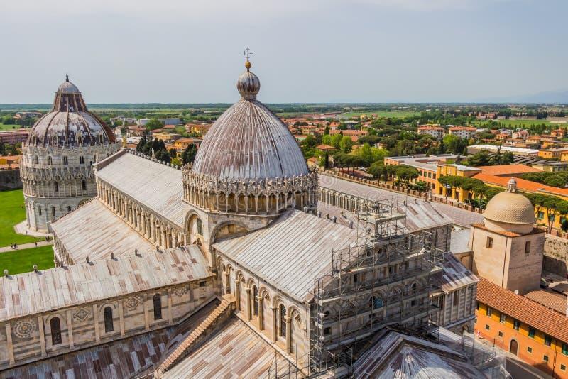 Torre inclinada e catedral de Pisa em um dia de verão em Pisa, Itália imagens de stock royalty free