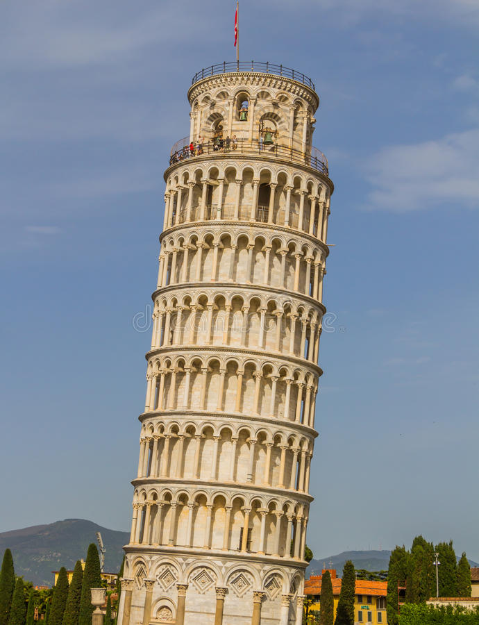 Torre inclinada y catedral de Pisa en un día de verano en Pisa, Italia foto de archivo libre de regalías