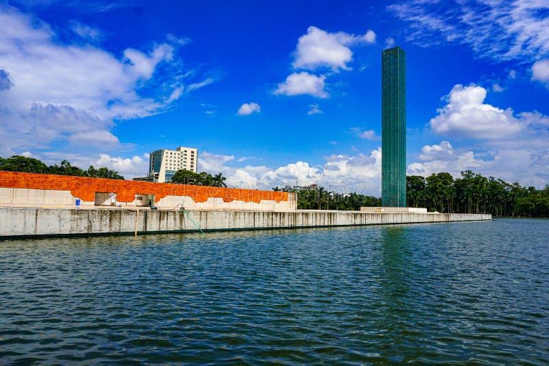Torre Independiente y Museo de Guerra, Plaza de la Libertad de Shahbagh-Dhaka-Bangladesh imágenes de archivo libres de regalías