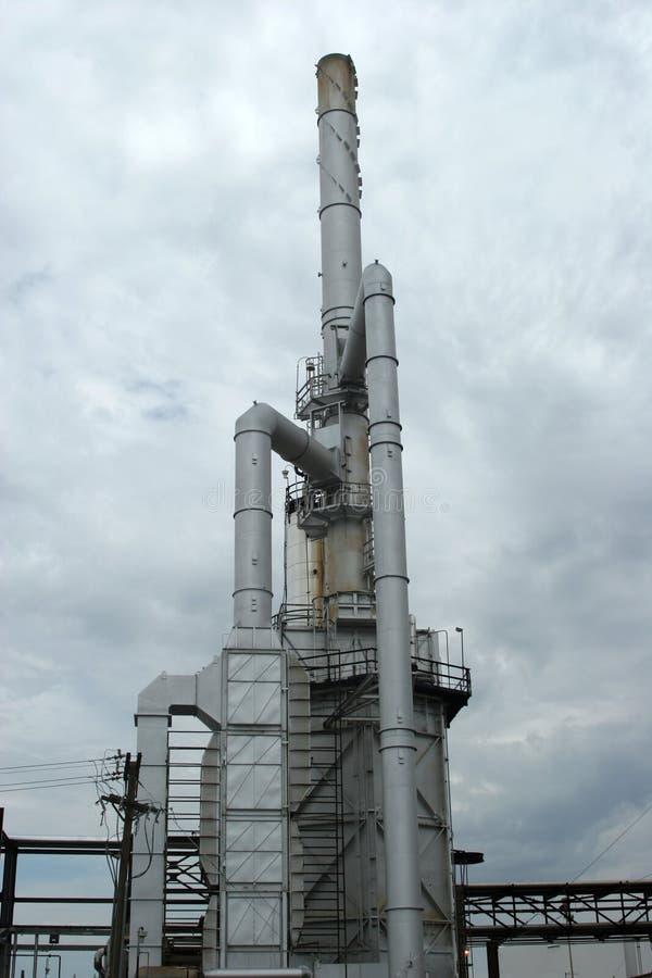Torre industrial de la central eléctrica imagenes de archivo
