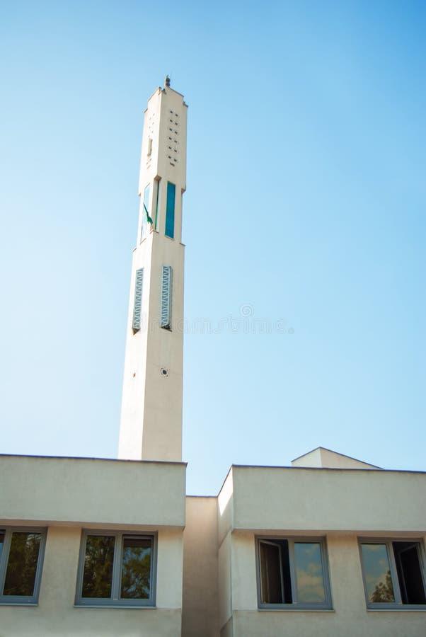 Torre islámica del alminar de la arquitectura de la mezquita moderna fotografía de archivo