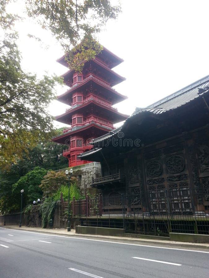 Torre japonesa roja i Bruselas bélgica imagen de archivo libre de regalías
