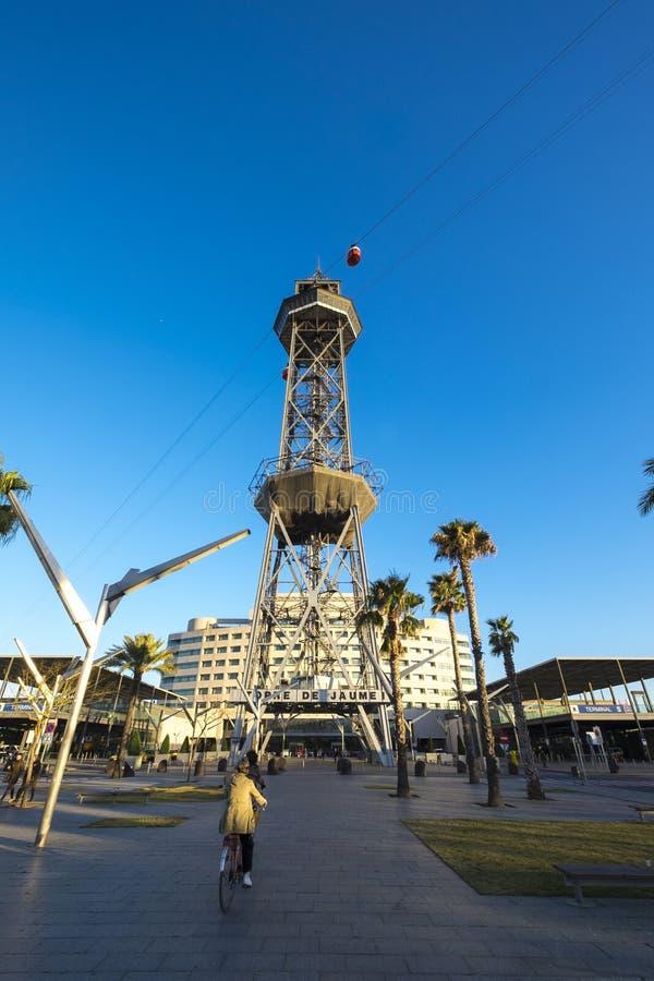 Torre Jaume塔在巴塞罗那港的缆车  库存照片