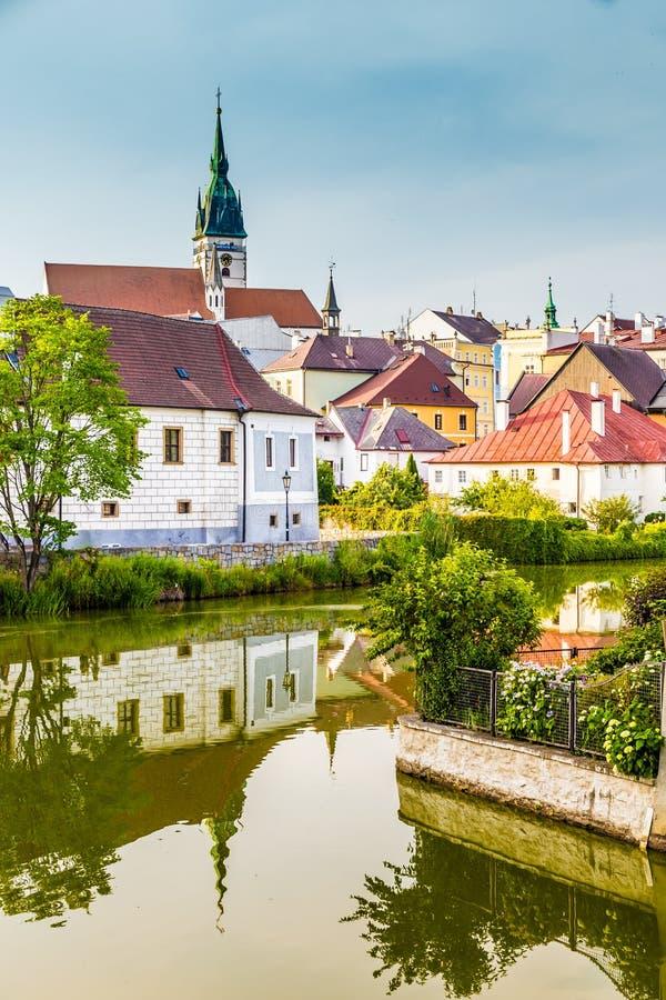 Torre-Jindrichuv Hradec, República Checa de la iglesia fotografía de archivo