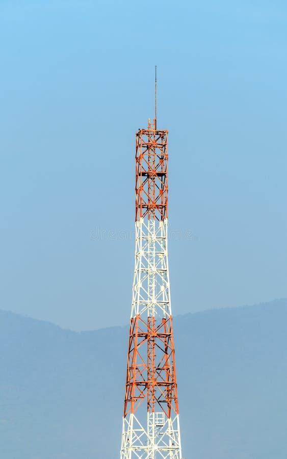 Torre móvil con la montaña fotos de archivo libres de regalías