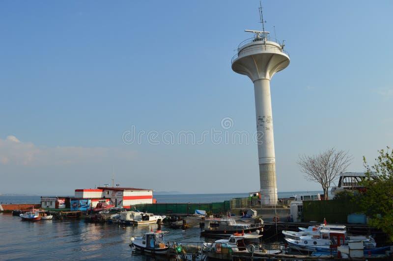 Torre marina del radar, torre de radio imagenes de archivo
