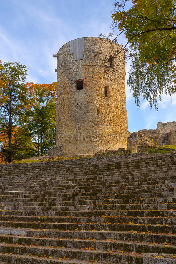 Torre medieval de pedra arruinada velha fotos de stock royalty free