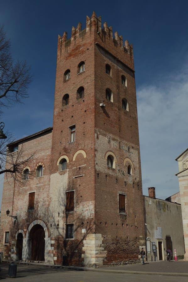 Torre medieval hermosa en San Zeno Square In Verona Viaje, días de fiesta, arquitectura 30 de marzo de 2015 Región de Verona, Vén fotos de archivo