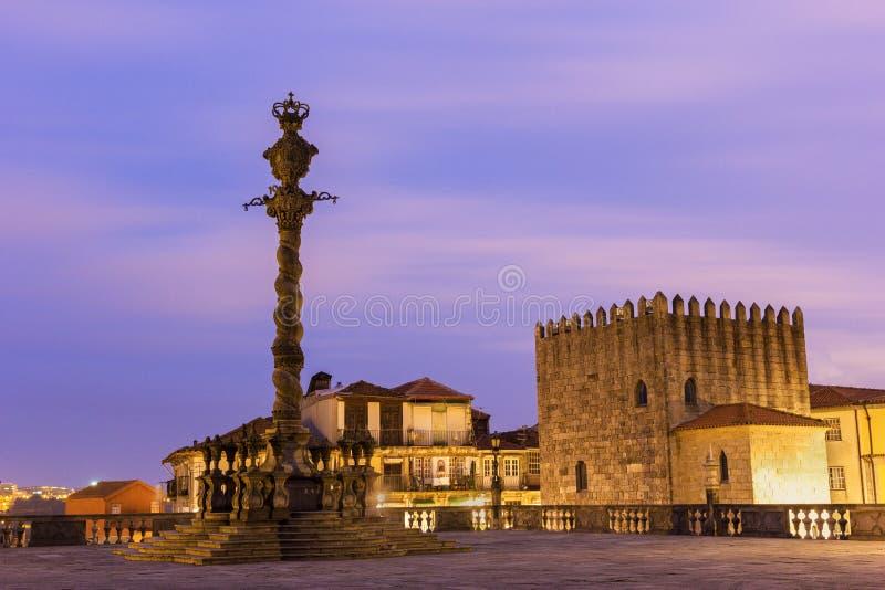 Torre medieval y picota de Oporto en Portugal imagen de archivo libre de regalías