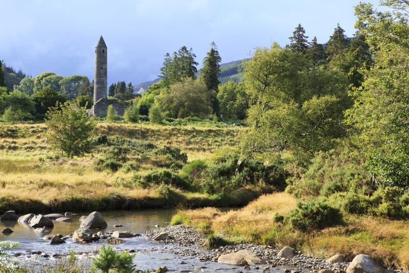 Torre medievale nel parco nazionale delle montagne di Wicklow fotografia stock