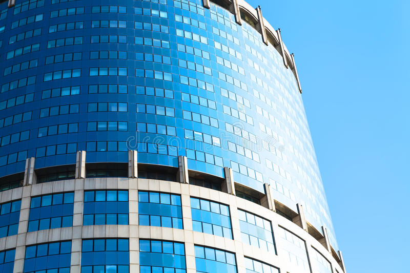 Torre moderna do escritório do concreto e do vidro fotos de stock