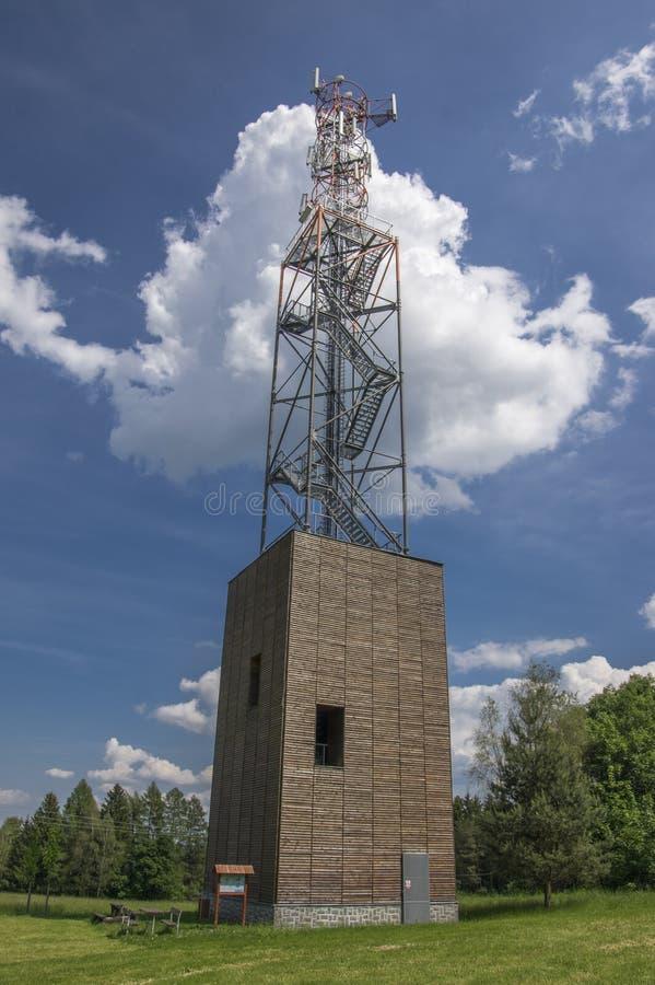 Torre moderna Zubri da vigia, vila do kamenice de Trhova, república checa fotografia de stock