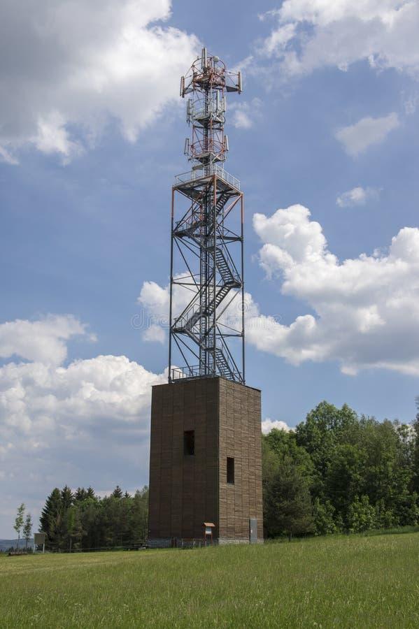Torre moderna Zubri da vigia, vila do kamenice de Trhova, república checa fotografia de stock royalty free