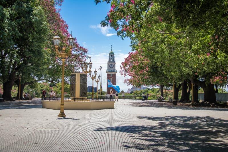Torre monumental oder Torre de Los Ingleses und General San Martin Plaza in Retiro - Buenos Aires, Argentinien stockfotos