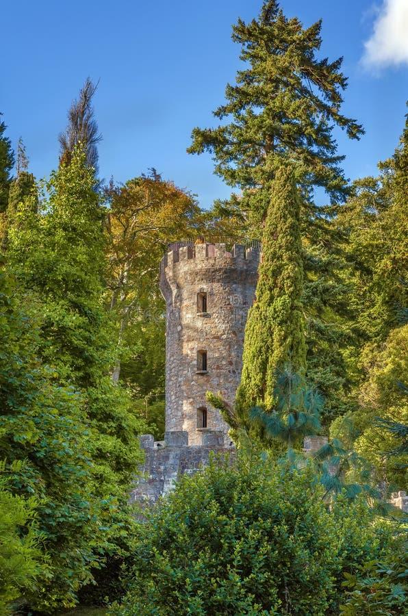 Torre nei giardini di Powerscourt, Irlanda di Pepperpot immagine stock libera da diritti