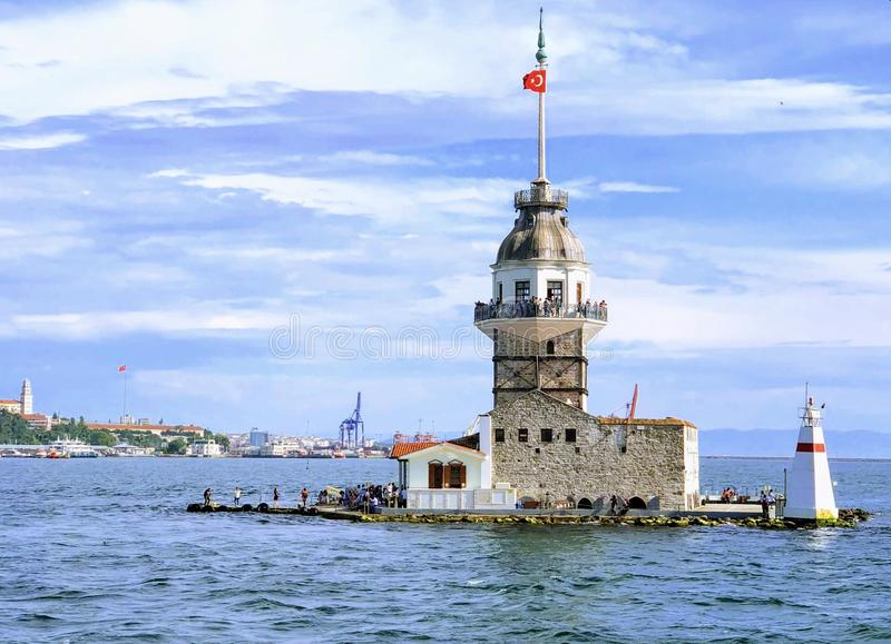 A torre nova do ` s kulesi do kiz em Istambul, Turquia fotografia de stock royalty free
