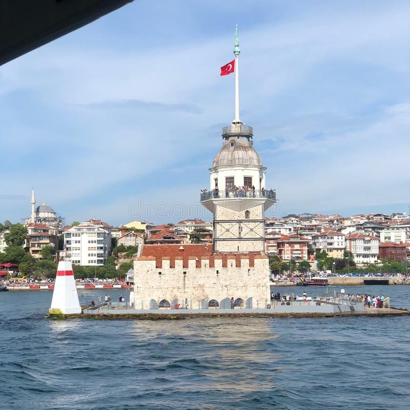 A torre nova do ` s kulesi do kiz em Istambul, Turquia fotografia de stock