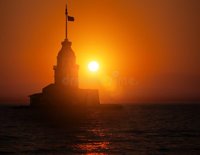 Torre nubile durante il tramonto fotografia stock
