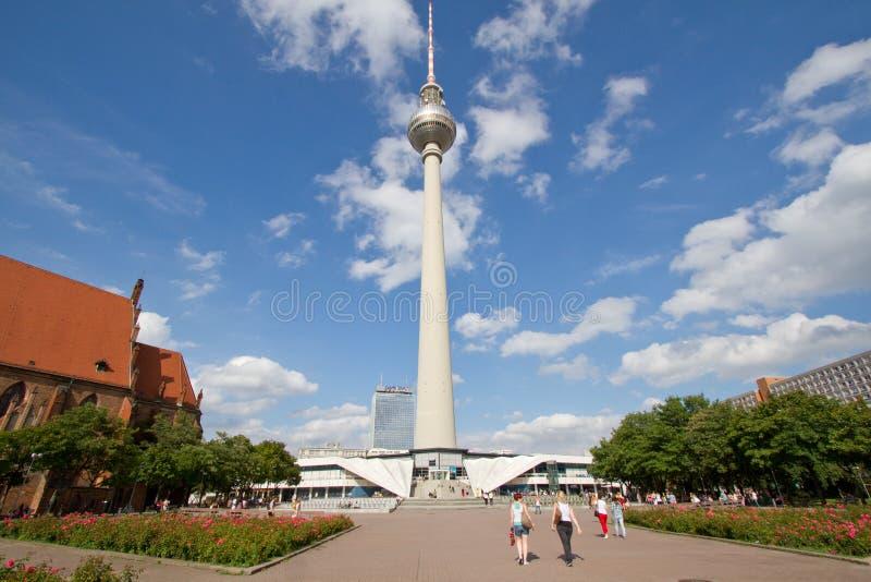 Torre ou Fernsehturm da tevê em Berlim, Alemanha fotografia de stock royalty free