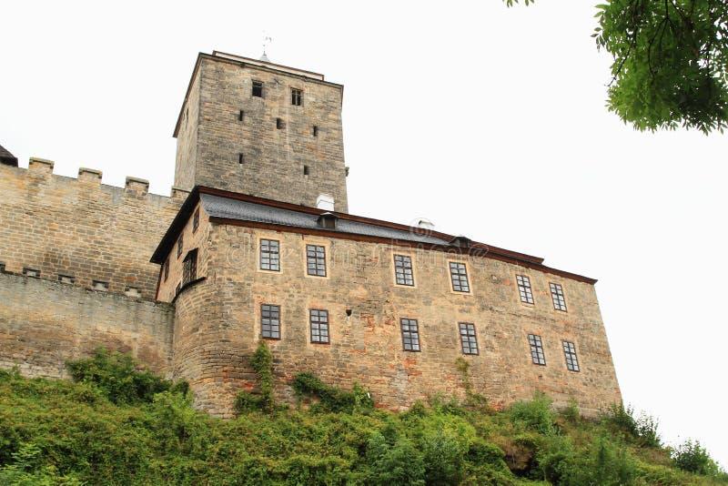 Torre, palazzo e pareti del castello Kost fotografia stock