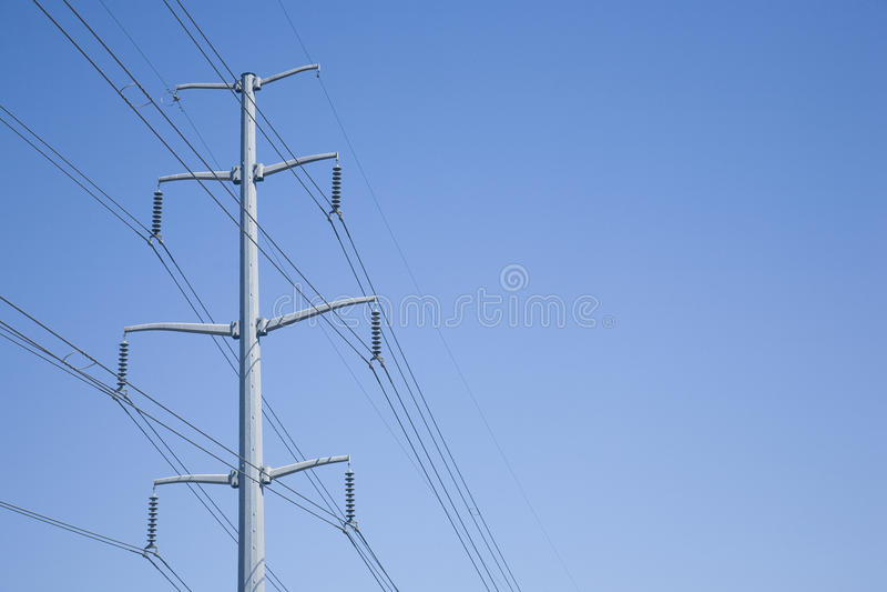 Torre para uso general contra un cielo azul imagen de archivo libre de regalías