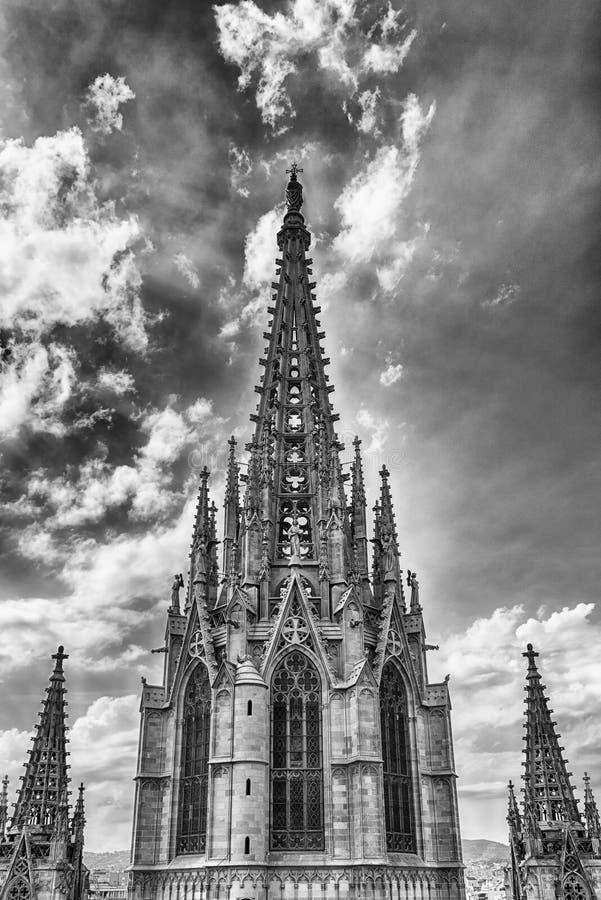 Torre principal de la catedral de Barcelona, Cataluña, España imagenes de archivo
