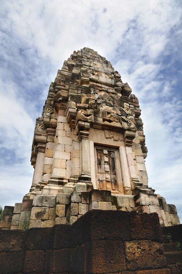 Torre principal del templo antiguo del Khmer construido de la piedra arenisca roja y de la laterita y dedicado a dios hindú Shiva fotos de archivo
