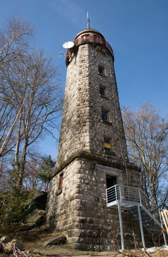 Torre Prosec dell'allerta nel Jizera Moutains immagini stock