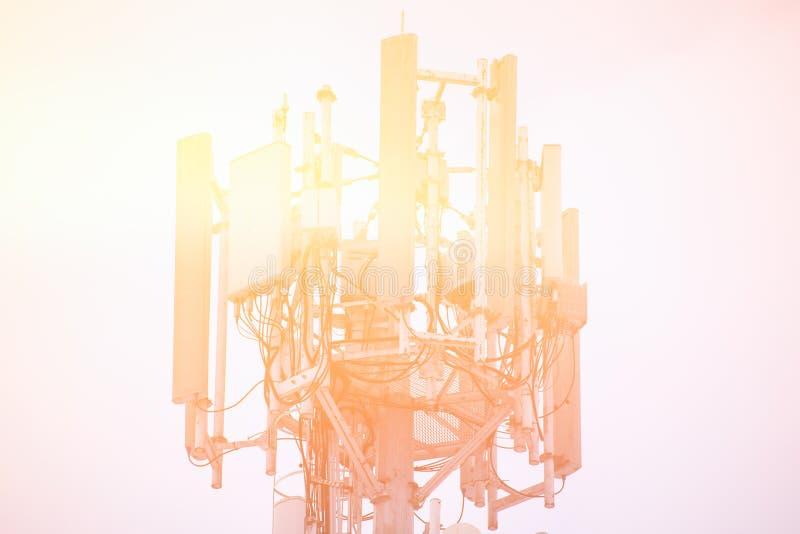 Torre radiofonica per la comunicazione digitale fotografie stock libere da diritti