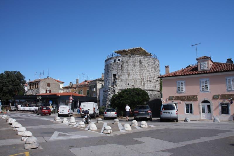 Torre redonda, barra de la Rotonda de Torre en Porec imagen de archivo