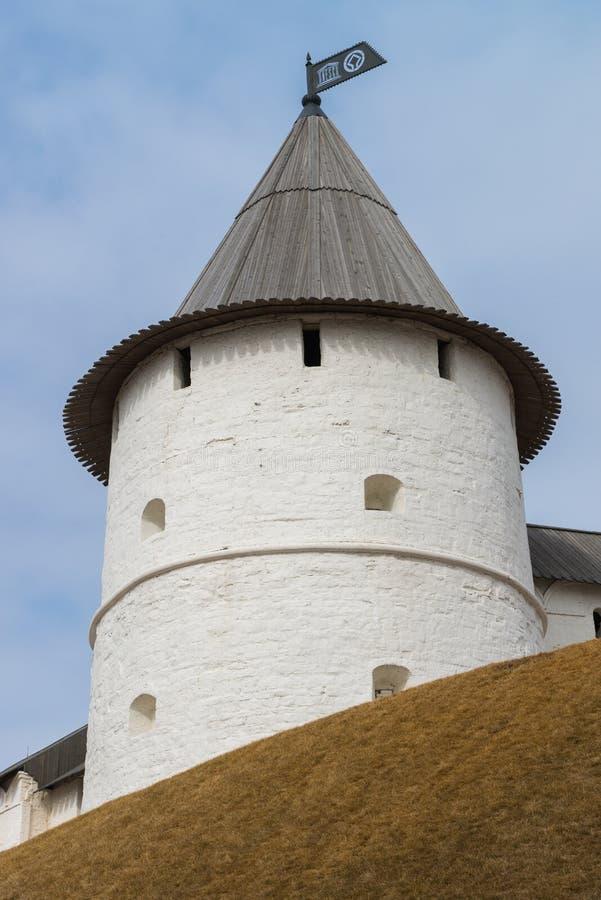 Torre redonda do sudoeste do Kremlin de Kazan República de Tartaristão, Rússia imagens de stock