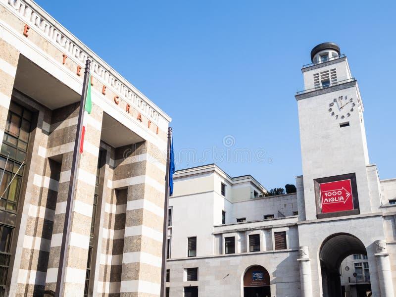 Torre Rivoluzione och slott av stolpen i Brescia fotografering för bildbyråer