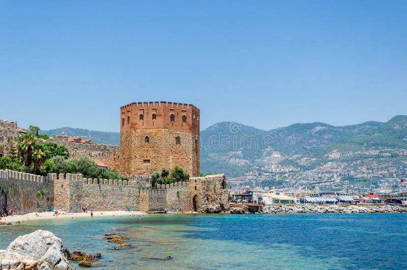 Torre roja de Kizil Kule en Alanya, Antalya, Turqu?a fotos de archivo