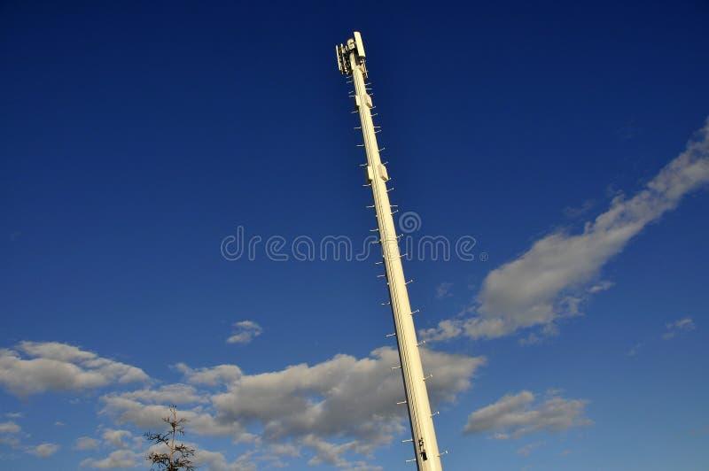 Torre sem fio do telefone de pilha fotografia de stock