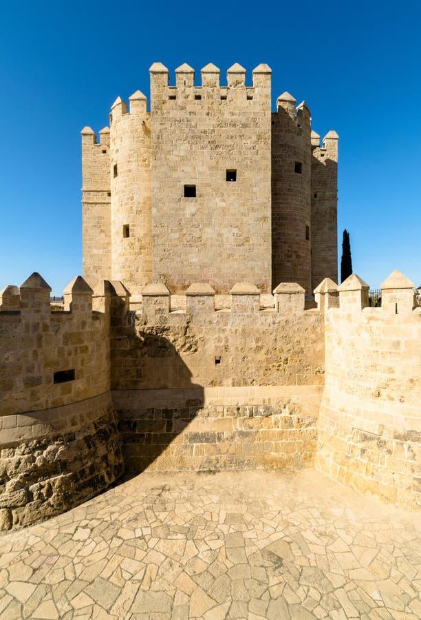 Torre simétrica em Córdova, Espanha fotografia de stock royalty free