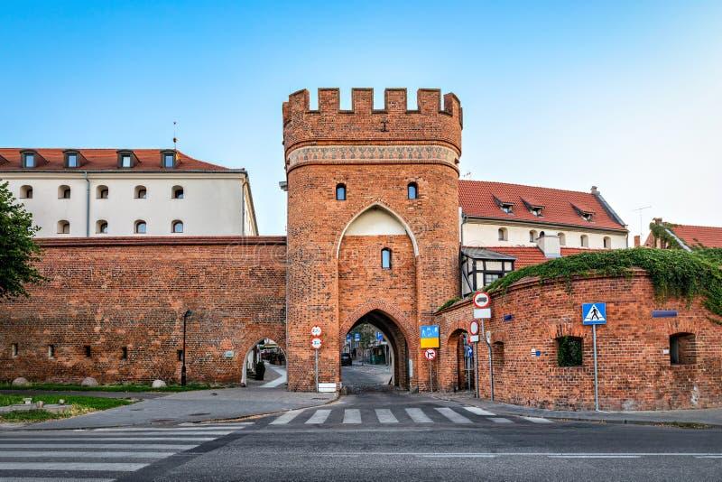Torre storica del ponte a Torum, Polonia fotografia stock