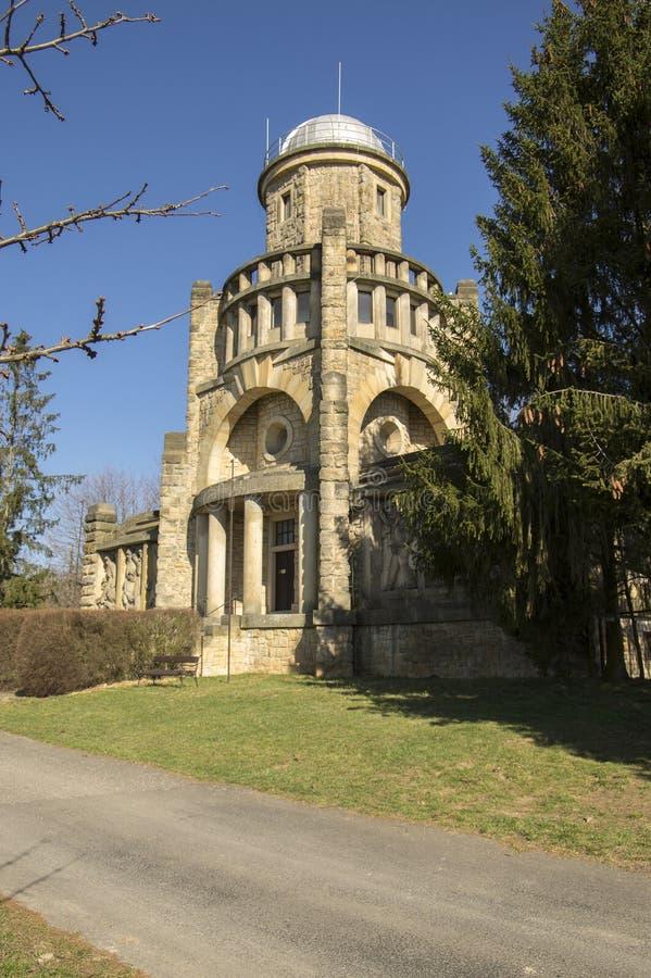 Torre storica dell'allerta di Masaryk di indipendenza in Horice in repubblica Ceca, giorno soleggiato immagini stock