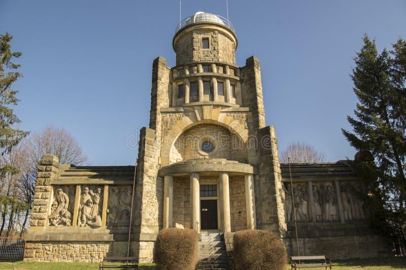 Torre storica dell'allerta di Masaryk di indipendenza in Horice in repubblica Ceca, giorno soleggiato fotografie stock libere da diritti