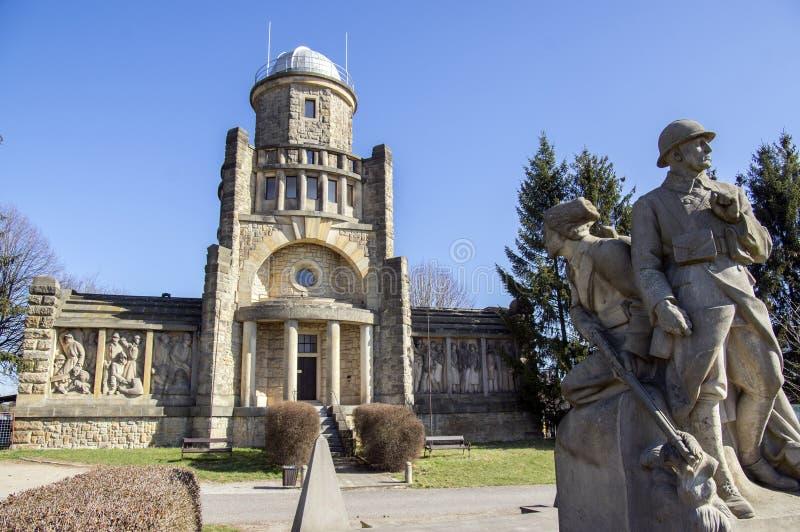 Torre storica dell'allerta di Masaryk di indipendenza in Horice in repubblica Ceca, giorno soleggiato fotografia stock libera da diritti