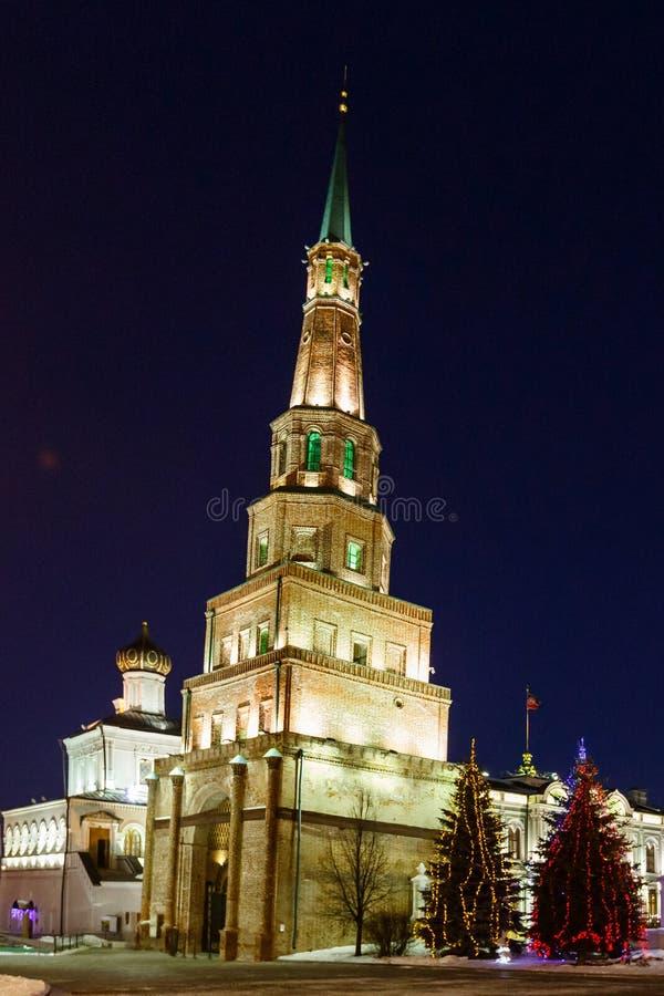 Torre Syuyumbike en el territorio del Kazán el Kremlin en el ` s Eve del Año Nuevo imagen de archivo libre de regalías