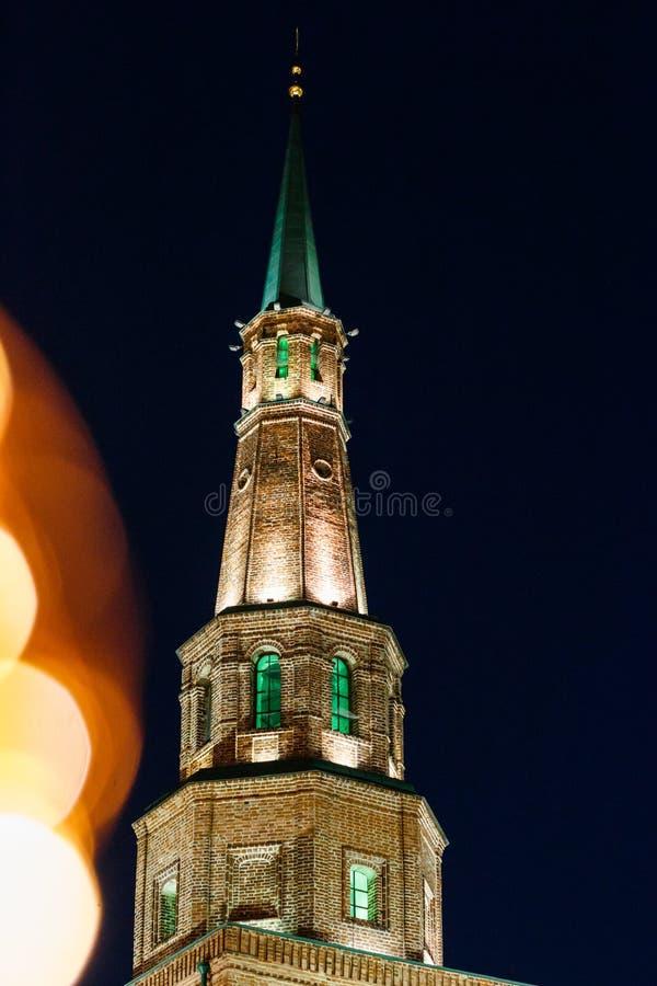 Torre Syuyumbike no território do Kremlin de Kazan na véspera do ` s do ano novo fotografia de stock royalty free
