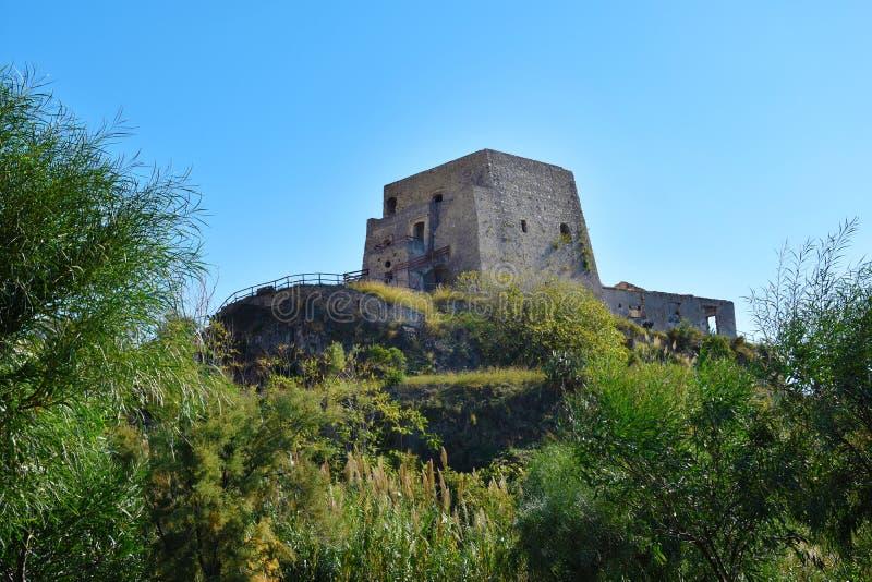 Torre Talao in Scalea, Calabrië stock fotografie