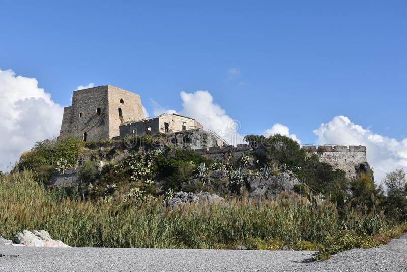Torre Talao in Scalea, Calabrië royalty-vrije stock afbeeldingen