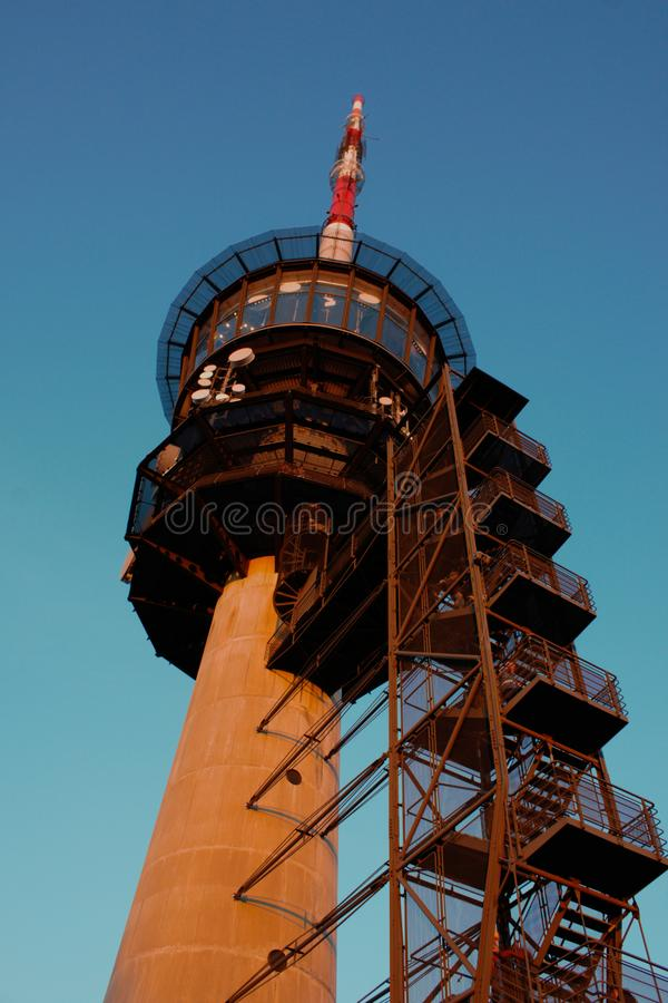 Torre transmissora em Bantiger perto de Berna, Suíça imagem de stock royalty free