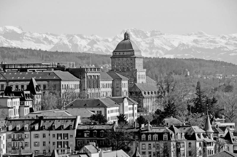 A Torre Universitária de Zürich e o Instituto Federal Suíço de Tecnologia ETH foto de stock