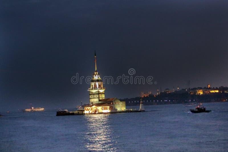 Torre Uskudar Costantinopoli delle ragazze fotografie stock libere da diritti
