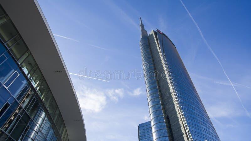 Torre veduta dal quadrato di Gael Aulenti, Milano, Italia di Unicredit fotografia stock libera da diritti