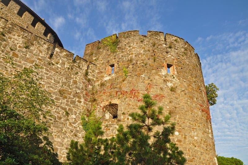 Torre velha contra o céu azul em Gorizia fotos de stock royalty free