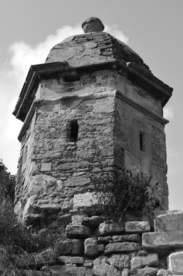 Torre velha da fortaleza do castelo (grayscale) imagens de stock